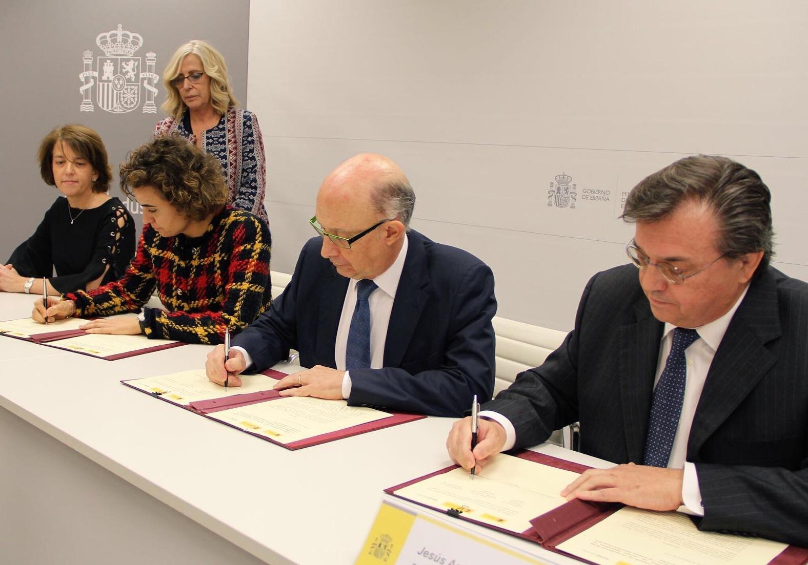 Resultado de imagen de El Gobierno y Farmaindustria renuevan el Convenio por la sostenibilidad, el acceso y la innovación
